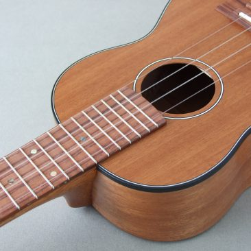 Concert Ukulele in Mahogany and Rosewood